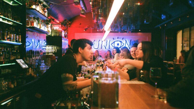 50 признаков плохого бармена